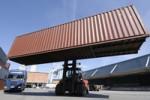 Контейнерные грузоперевозки являются самым безопасным и удобным способом доставки груза. Контейнеры имеют стандартные размеры, их можно быстро перемещать в разные места и использовать для этого различные виды транспорта.